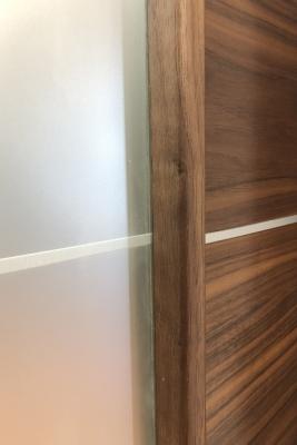 Image Versa Vetro Interior Door American Walnut 3